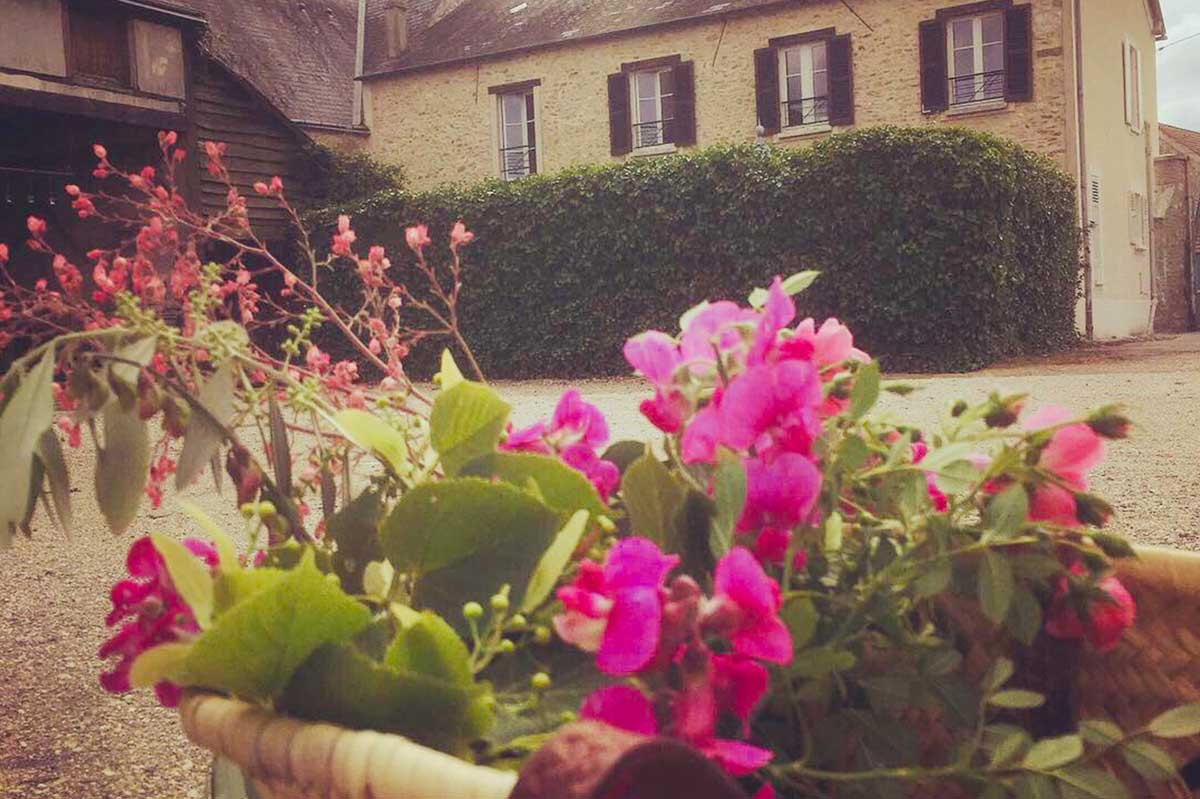 cour-maison-paulette-hebergement-91-campagne-chatillonville